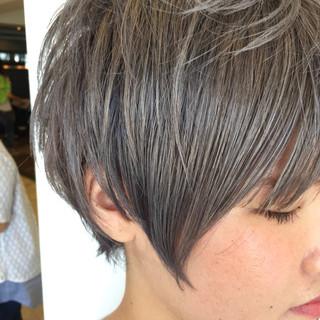 ストリート 外国人風 シルバー グレー ヘアスタイルや髪型の写真・画像