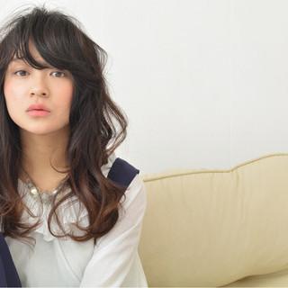 セミロング 大人かわいい パーマ グラデーションカラー ヘアスタイルや髪型の写真・画像