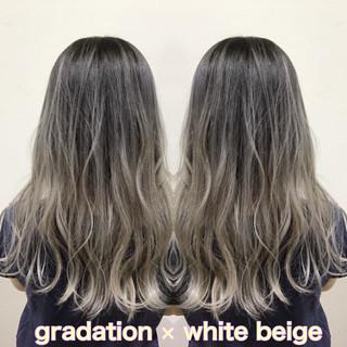 ホワイト セミロング ホワイトグラデーション ストリート ヘアスタイルや髪型の写真・画像