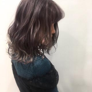 シルバーアッシュ 波ウェーブ グレージュ 外ハネボブ ヘアスタイルや髪型の写真・画像 ヘアスタイルや髪型の写真・画像