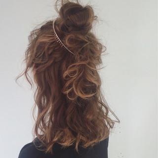 ミディアム お団子 ゆるふわ 外国人風 ヘアスタイルや髪型の写真・画像 ヘアスタイルや髪型の写真・画像