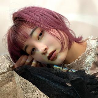 ウルフカット ナチュラル ピンクベージュ ピンクアッシュ ヘアスタイルや髪型の写真・画像