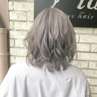 ナチュラル トリートメント ホワイトグレージュ ホワイトブリーチ ヘアスタイルや髪型の写真・画像