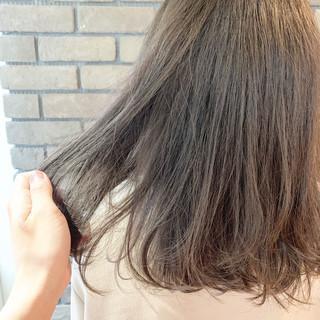 ナチュラル ラベンダーグレージュ ミディアム グレージュ ヘアスタイルや髪型の写真・画像