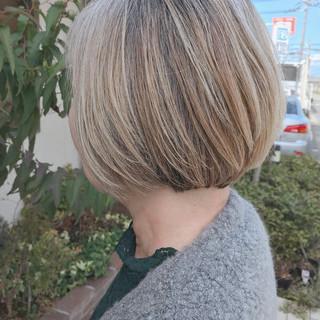 白髪染め アッシュベージュ ハイトーン エレガント ヘアスタイルや髪型の写真・画像