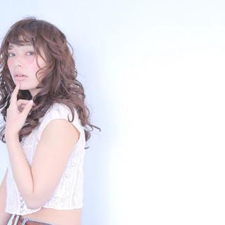 ウェットヘア おフェロ ガーリー ハイライト ヘアスタイルや髪型の写真・画像