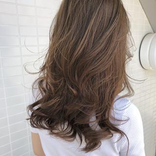 グレージュ ロング アッシュグレージュ ミルクティーグレージュ ヘアスタイルや髪型の写真・画像 ヘアスタイルや髪型の写真・画像