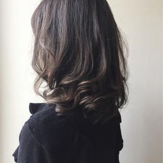 エレガント セミロング ハイライト 上品 ヘアスタイルや髪型の写真・画像