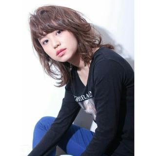 前髪あり 外ハネ レイヤーカット 外国人風 ヘアスタイルや髪型の写真・画像