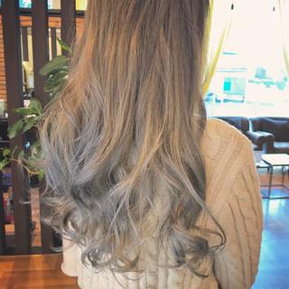 ストリート 透明感 外国人風カラー アッシュグレージュ ヘアスタイルや髪型の写真・画像