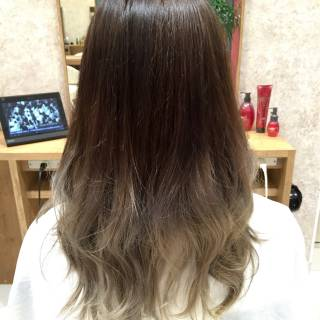 オリーブアッシュ 外国人風 ロング アッシュベージュ ヘアスタイルや髪型の写真・画像 ヘアスタイルや髪型の写真・画像
