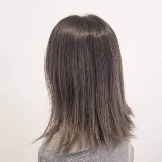 ナチュラル ハイライト バレイヤージュ アッシュ ヘアスタイルや髪型の写真・画像