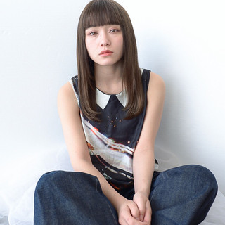 前髪あり セミロング 透明感 エフォートレス ヘアスタイルや髪型の写真・画像 ヘアスタイルや髪型の写真・画像
