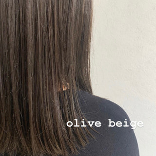 ロブ ミディアム ナチュラル オリーブベージュ ヘアスタイルや髪型の写真・画像