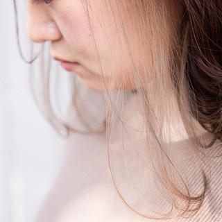 セミロング ストリート インナーカラーグレージュ インナーカラー ヘアスタイルや髪型の写真・画像
