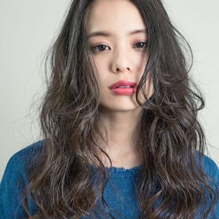 パーマ 外国人風 ロング ナチュラル ヘアスタイルや髪型の写真・画像 ヘアスタイルや髪型の写真・画像