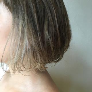 ホワイトアッシュ ボブ インナーカラー モード ヘアスタイルや髪型の写真・画像 ヘアスタイルや髪型の写真・画像