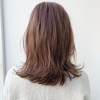 レイヤー ナチュラル ピンクブラウン セミロング ヘアスタイルや髪型の写真・画像