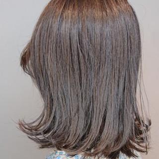 ダブルカラー ナチュラル ミルクティーベージュ 切りっぱなし ヘアスタイルや髪型の写真・画像