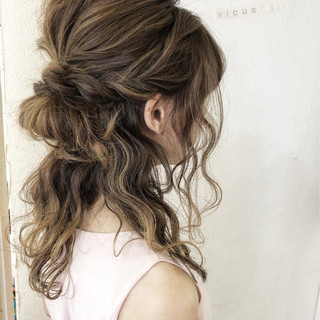ハーフアップ セミロング ナチュラル ヘアアレンジ ヘアスタイルや髪型の写真・画像