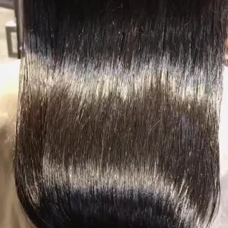 ナチュラル ロング ツヤ髪 インナーカラー赤 ヘアスタイルや髪型の写真・画像