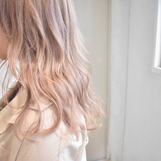 ミルクティー ハイライト ミルクティーベージュ ナチュラル ヘアスタイルや髪型の写真・画像