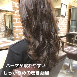 ゆるふわパーマ ナチュラル パーマ アンニュイほつれヘア ヘアスタイルや髪型の写真・画像