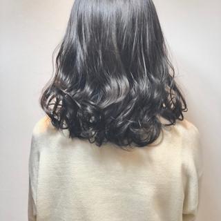 ナチュラル ミディアム カーキ 秋冬スタイル ヘアスタイルや髪型の写真・画像