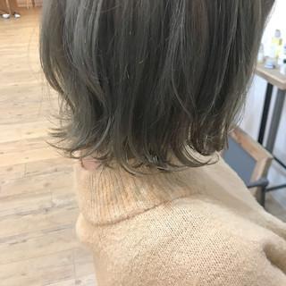 オリーブグレージュ フェミニン ミディアム カーキアッシュ ヘアスタイルや髪型の写真・画像