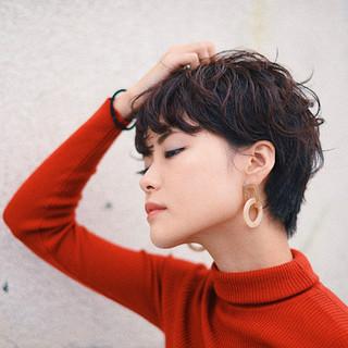 ピンク ウェーブ レッド パーマ ヘアスタイルや髪型の写真・画像