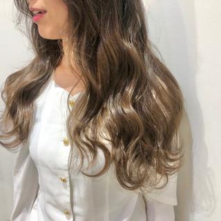 韓国ヘア アッシュベージュ ミルクティーベージュ ハイトーン ヘアスタイルや髪型の写真・画像