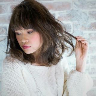 外国人風 ゆるふわ 大人かわいい ナチュラル ヘアスタイルや髪型の写真・画像 ヘアスタイルや髪型の写真・画像