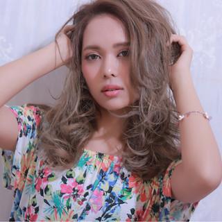 レイヤーカット ロング 外国人風 グラデーションカラー ヘアスタイルや髪型の写真・画像