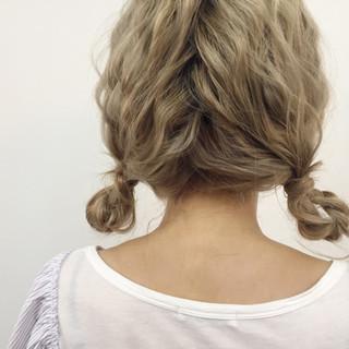 ねじり セミロング ツインテール ヘアアレンジ ヘアスタイルや髪型の写真・画像 ヘアスタイルや髪型の写真・画像