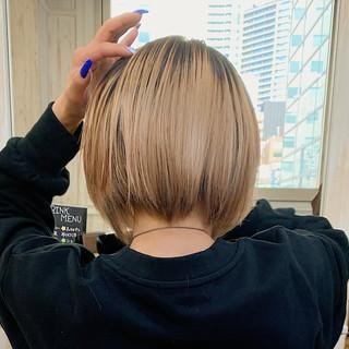 ブロンドカラー ナチュラル ミルクティーアッシュ ミルクティーベージュ ヘアスタイルや髪型の写真・画像