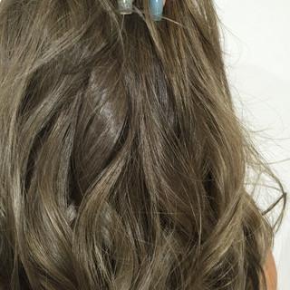 ナチュラル ヘアアレンジ グレージュ ネイビーアッシュ ヘアスタイルや髪型の写真・画像