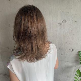 ヌーディベージュ ナチュラル 濡れ髪スタイル コテ巻き ヘアスタイルや髪型の写真・画像