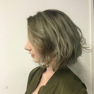 ボブ カーキアッシュ 外国人風 グレージュ ヘアスタイルや髪型の写真・画像 ヘアスタイルや髪型の写真・画像