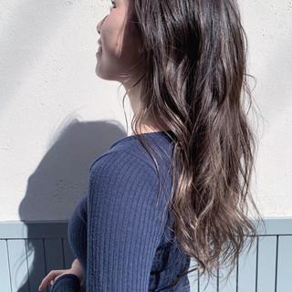 ロング レイヤーロングヘア ナチュラル 寒色 ヘアスタイルや髪型の写真・画像