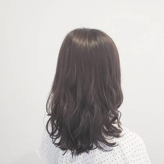 艶髪 ナチュラル 外国人風 グレージュ ヘアスタイルや髪型の写真・画像