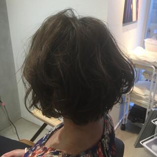 ショート フェミニン くせ毛風 透明感 ヘアスタイルや髪型の写真・画像
