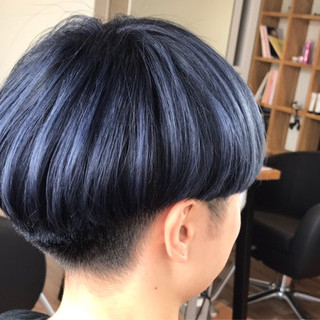 ショート ハイトーン 刈り上げ 個性的 ヘアスタイルや髪型の写真・画像