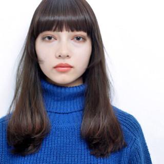 前髪あり オン眉 黒髪 ナチュラル ヘアスタイルや髪型の写真・画像 ヘアスタイルや髪型の写真・画像