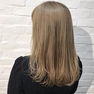 ミディアム ベージュ 金髪 ミルクティーベージュ ヘアスタイルや髪型の写真・画像