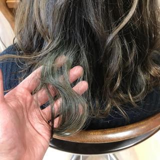 透明感 フェミニン ウェーブ インナーカラー ヘアスタイルや髪型の写真・画像