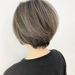 ミニボブ ウルフカット 切りっぱなしボブ ショート ヘアスタイルや髪型の写真・画像