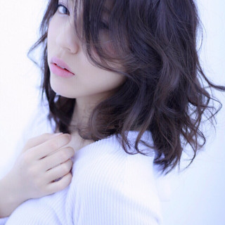 ミディアム ナチュラル 黒髪 フェミニン ヘアスタイルや髪型の写真・画像 ヘアスタイルや髪型の写真・画像