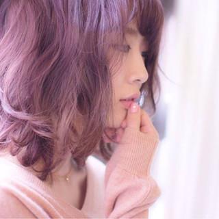 フェミニン ピンク ナチュラル レッド ヘアスタイルや髪型の写真・画像