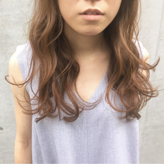 ナチュラル セミロング パーマ フェミニン ヘアスタイルや髪型の写真・画像
