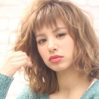 ミルクティー ニュアンス フェミニン フリンジバング ヘアスタイルや髪型の写真・画像